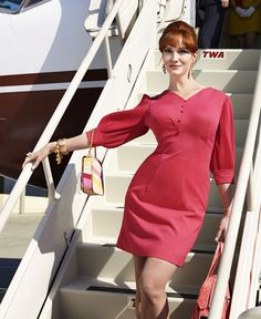 Christina Hendricks as Joan Holloway --- pretty in pink and lovely as ever! :: Pin Up Girl:: Joan Holloway Harris:: Madmen Fans:: Beehive Hairstyle:: Modern Day Pin Up Joan Holloway, Christina Hendricks, Mad Men Final Season, Season 7, Mad Men Fashion, Vintage Fashion, Retro Fashion, Mad Men Mode, Joan Mad Men