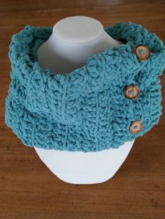 This crocheted tube is the perfect and ideal accessory for any outfit, warm and comfortable! It's made with velvet soft yarn color in teal color attached with four wood buttons. Made with velvet y Crochet Snood, Crochet Scarves, Teal Colors, Yarn Colors, Aluminum Wire Jewelry, Teal Scarf, Cardboard Jewelry Boxes, Handmade Scarves, Gift Guide