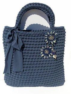 Super Thick Big T Shirt Yarn For DIY Bag Rug http://www.aliexpress.com/store/product/Fashion-T-Shirt-Yarn-Crochet-Hook-Thick-Roll-Cotton-T-Shirt-Yarns-Elastic-Cloth-For-DIY/1687168_32579718641.html