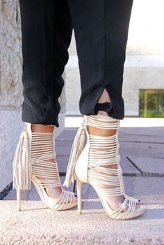 Shoespie newly brings out fashion and cool shoes with fringe or tassel. All the tassel shoes are fashionable designed and quality. Dream Shoes, Crazy Shoes, Me Too Shoes, Pumps, Stilettos, Hot Shoes, Shoes Heels, Shoes Sneakers, Karl Kraus