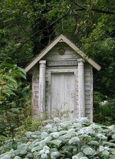 FleaingFrance.....loving this potting shed.