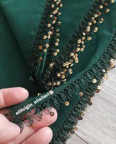 Fotoğraf açıklaması yok. Hand Embroidery Flowers, Embroidery Stitches, Embroidery Patterns, Knitting Patterns, Crochet Lace Edging, Crochet Borders, Needle Lace, Needle And Thread, Saree Tassels