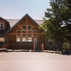 Stonebridge Lodge - Sleeps 18 - 2 Living areas with a Huge Deck - Branson West Branson Cabins, House Styles, Home Decor, Decoration Home, Room Decor, Home Interior Design, Home Decoration, Interior Design