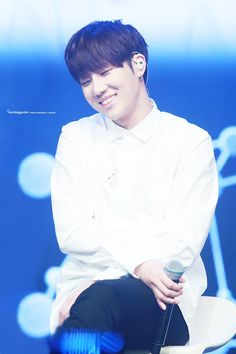 Hes so precious i cant. Aack sunggyu how?!