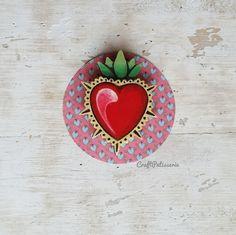 Milagros di Craft Patisserie, Cuore in legno dipinto per Sabrina de Lahoralinda. Ne parliamo qui    http://lahoralinda.com/blog/oggimiregalo-un-milagros-di-craft-patisserie/