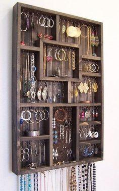 Handmade Home Decor Diy Simple, Easy Diy, Jewellery Storage, Jewellery Display, Diy Jewellery, Hidden Jewelry Storage, Plastic Jewellery, Earring Storage, Necklace Storage