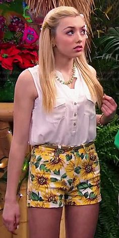 Emma's sunflower print shorts on Jessie.  Outfit Details: http://wornontv.net/41584/ #Jessie