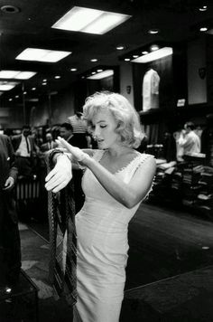 Marilyn Monroe shopping for ties in New York City