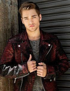 I love how all the 17 year olds I know look like trash, an then there's Dylan Sprayberry.