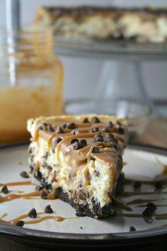 Salted Caramel Chocolate Chip Cheesecake Recipe - Simplemost #ToffeePudding Salted Caramel Chocolate, Chocolate Caramels, Mini Chocolate Chips, Just Desserts, Delicious Desserts, Yummy Food, Cheesecake Recipes, Dessert Recipes, Oreo