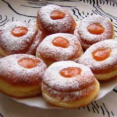 Farsangi fánk egyszerűen Receptek a Mindmegette. Hungarian Desserts, Hungarian Cuisine, Hungarian Recipes, Delicious Donuts, Delicious Desserts, Yummy Food, Donut Recipes, Cake Recipes, Cooking Recipes