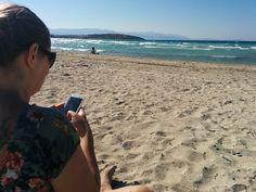 Pirlanti Plaji[Çesme, Turquia] No nosso mundo ideal, todas as cidades teriam uma praia, para que os dias fossem terminados ali, sob o sol amigo. Como o mundo real não é tão divertido, quando temos o mar à disposição, a alternativa é sempre incluir na bolsa o smartphone, o roteador 3G (um TP-Link M5350) e oContinue Lendo