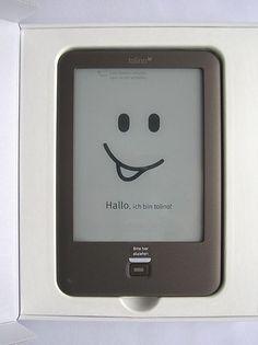 Elektronické knihy na Public 24 nejsou novinkou. Prvním počinem byl projekt VH-obrazy, z roku 1996 a názvem Virtuální nakladatelství. tehdy placená verze