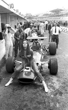 pinterest.com.fra411 #vintage #formula 1 - 60's Ferrari paddock Girl