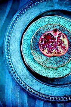 Most current Absolutely Free Ceramics Pottery blue Tips Wohninspiration – Geschirr im Mustermix Azul Indigo, Indigo Blue, My Favorite Color, Shades Of Blue, Color Inspiration, Dinnerware, Blues, Blue And White, Aqua Blue