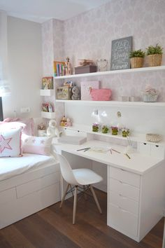 Teen girl bedrooms, check this arrangement for a really easy teen girl room makeover, make-over number 3465926033 Girl Bedroom Designs, Room Ideas Bedroom, Small Room Bedroom, Diy Bedroom Decor, Home Decor, Tiny Girls Bedroom, Layout For Small Bedroom, Girls Bedroom Ideas Ikea, Ikea Teen Bedroom