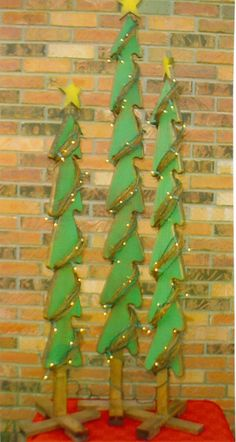 Christmas Tree Yard Art Patterns - The Best Image Search Christmas Yard Art, Christmas Wood Crafts, Christmas Yard Decorations, Christmas Tree Pattern, Wooden Christmas Trees, Outdoor Christmas, Country Christmas, Christmas Projects, Holiday Crafts
