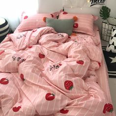 8 accessories that make you want to have a pastel room! Peach Bedding, Cute Bedding, Bedding Sets, Grey Bedding, Girls Bedroom, Bedroom Decor, Bedrooms, Master Bedroom, Modern Bedroom