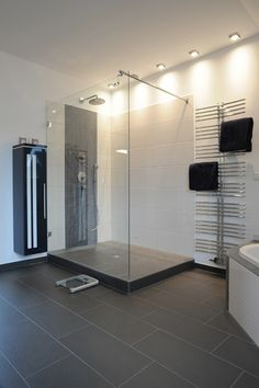 badezimmer halbhoch gefliest bodenfliesen keraben future. Black Bedroom Furniture Sets. Home Design Ideas