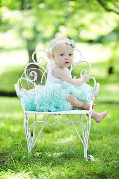 I LOVE this picture, how cute is this little girl in this setting.  Photo by Heidi Hope Photography.