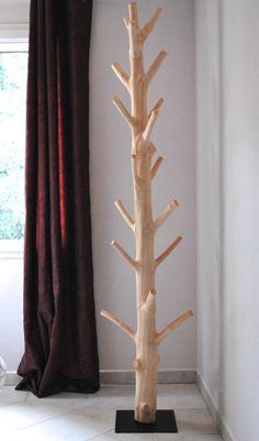 Le Porte Manteau en Bois de Manguier éco design est une Véritable oeuvre d'art. Objet de décoration ce porte manteau insolite en bois naturel agrémentera votre intérieur par son élégance intemporelle.