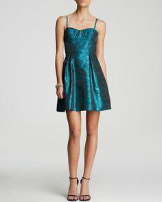 AQUA Dress - Spaghetti Strap Printed Jacquard Fit and Flare. Taille 38. $195. REF 3250/38.