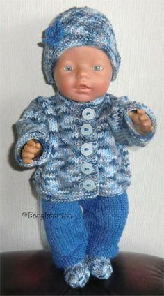 Voorbeeldkaart - Blauw gemeleerd pakje - Categorie: Breien - Hobbyjournaal uw hobby website Baby Born Clothes, Preemie Clothes, Knitting Dolls Clothes, Crochet Doll Clothes, Pet Clothes, Ag Dolls, Reborn Dolls, Reborn Babies, Doll Patterns