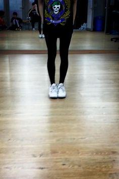 BTS Tweet - Suga's leg -- 130126