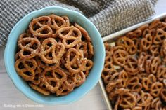 You'll love this Ranch Pretzel recipe. This quick recipe only requires 4 ingredients to make delicious snack mixes. You can also make spicy ranch pretzels in the oven with olive oils with this simple & easy recipe! Easy Snacks, Yummy Snacks, Easy Meals, Yummy Food, Ranch Pretzels, Seasoned Pretzels, Quick Recipes, Real Food Recipes, Cooking Recipes