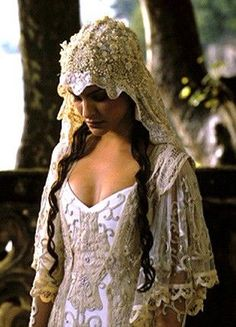 Star Wars Padme Amidala Wedding Dress Veil gown with veil 48 Of The Most Memorable Wedding Dresses From The Movies Movie Wedding Dresses, Wedding Movies, Wedding Dress With Veil, Wedding Gowns, Elf Wedding Dress, Bridal Headpieces, Wedding Hair, Bridal Hair, Bridal Gowns