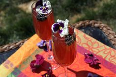 For Mother's Day this year, we want you to have cocktail choices. Our first post this week was the Peach Hibiscus Sangria with vodka that would be perfect for a Mother's Day brunch with a group. If, however, your day will be spent with fewerpeople, this Berry Happy Cocktail might be a better