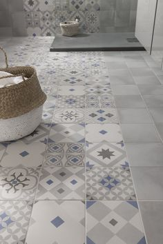 these attractive latest bathroom wall, floor tiles design ideas which have managed to win hearts despite being small. Floor Design, Tile Design, House Design, Ideas Baños, Tile Ideas, Decor Ideas, Bathroom Flooring, Tile Patterns, Beautiful Bathrooms