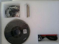 Uitpakparty (2/3) - de Witbox wordt standaard geleverd met 1 rol filament en een schoonmaakborsteltje.