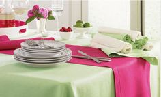 Table Setting Ideas for Mother's Day.... Make your mom's day extra special with stunning decorations. #teelieturner #wayfair #teelieturnershoppingnetwork   www.teelieturner.com
