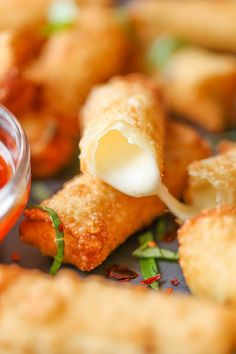 Wonton Mozzarella Sticks - With just 5 ingredients, you can make these mozzarella sticks in just 10 minutes. That's it. It doesn't get ANY easier than this!