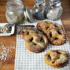 lacaccavella, bretzel, pretzel, pastamadre, integrali, semisesamo, semipapavero, sourdough, wholemeal, poppyseeds, sesameseeds