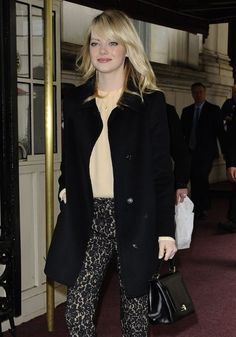 """Emma Stone Photos - """"The Amazing Spider-Man"""" star Emma Stone steps out on May 2013 in New York City, New York. - Emma Stone Runs Errands in NYC Printed Pants, Patterned Pants, Flavio, Emma Stone, Photo L, Pants Pattern, Celebs, Celebrities, Duster Coat"""