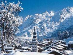 La Clusaz, en Haute-Savoie - France. A découvrir avec les @GuidesGPPS ! http://www.gpps.fr/Guides-du-Patrimoine-des-Pays-de-Savoie/Pages/Site/Visites-en-Savoie-Mont-Blanc/Genevois/Massif-des-Aravis/La-Clusaz