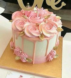 Creative Birthday Cake Ideas for Girls - Geburtstagskuchen - Kuchen Creative Birthday Cakes, Birthday Cake Girls, Creative Cakes, Birthday Cake With Roses, Flower Birthday Cakes, 50th Birthday Cakes, Birthday Drip Cake, Pretty Birthday Cakes, Birthday Cupcakes