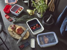 IKEA Lunch box with containers, rectangular. This lunch box has 3 removable inserts so that you can separate your main course from your salad and sauce. One of the inserts has a lid, perfect for things like sauces or dressings. Ikea Series, Tapas, Ikea Us, Food Waste, Food Containers, Form Design, Tupperware, Dressings, Foods