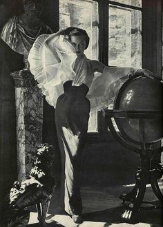 « The Dressmaker Moda Vintage, Style Vintage, Vintage Glamour, Vintage Love, Vintage Beauty, Vintage Inspired, Vintage Ladies, Retro Vintage, Fashion Images