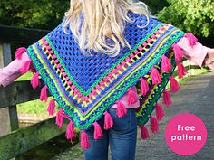 A colourful poncho for a sweet girl! Sometimes it is not so bad that the weather is getting colder, because then you can make and wear the most beautiful projects. What do you think about this poncho for kids?