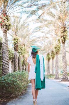 Graduation Look, College Graduation Photos, College Graduation Pictures, Graduation Picture Poses, Graduation Portraits, Graduation Photoshoot, Grad Pics, Grad Pictures, Senior Pics