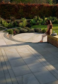 Marshalls paving granite 39 eclipse range 39 dark granite for Garden decking jewsons