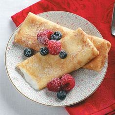 Gluten-free, diabetic-friendly and under 200 calories can all be used to describe these Gluten-Free Breakfast Blintzes. Recipe from Taste of Home -- Shared by Laura Fall-Sutton of Buhl, Idaho Gluten Free Breakfasts, Gluten Free Desserts, Gluten Free Recipes, Healthy Breakfasts, Healthy Snacks, 200 Calorie Breakfast, Breakfast Recipes, Breakfast Under 200 Calories, Breakfast Ideas