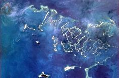 Chris Hadfield, Public Figure: This Cuban coral reef redefines the colour blue. [Love this Canadian Astronaut who shared his pictures taken from the International Space Station! Back Photos, Cool Photos, Chris Hadfield, Dead Pictures, Save Our Oceans, Earth Photos, China Tea Cups, Earth From Space, Cuban