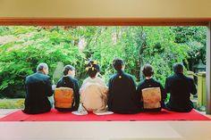 家族だけの結婚式。日本庭園を見ながらゆったりとした時間を過ごして頂いております(*^^*)♡ #想い出結婚式 #家族婚 #家族婚プロデュース #京都 #kyoto #京都結婚式 #京都和婚式 #結婚式 #家族だけの挙式 #花嫁和装 #和装 #和 #縁側 #家族写真 #後ろ姿 #日本庭園 #プレ花嫁 #日本中のプレ花嫁さんと繋がりたい #和装前撮り #前撮り