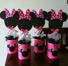 Perfect for a first birthday theme, a Minnie Mouse party is sure to be a hit with your little Disney fan. From cake to decorations, we have tons of adorable Minnie Mouse party ideas that you can easily incorporate into your event. Decoration Minnie, Minnie Mouse Birthday Decorations, Minnie Mouse Balloons, Minnie Mouse Theme Party, Minnie Mouse First Birthday, Minnie Mouse Baby Shower, Mickey Party, Mickey Mouse Birthday, Mouse Parties