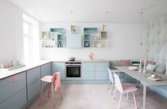 Welcome to this gorgeous Danish kitchen in pretty pastels. This is the home of Julie and her daughter and you can tell. The feminine pastel kitchen works Cute Kitchen, New Kitchen, Kitchen Dining, Kitchen Decor, Kitchen Cabinets, Beautiful Kitchen, Dining Room, Kitchen Layout, Cupboards
