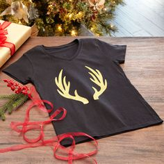 Create a fun Christmas Color Shot Antler T-Shirt using these directions.